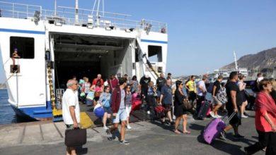 """Photo of """"Mettetevi vergogna: siete campioni di civiltà!""""  Singolare benvenuto al porto di Ischia per un gruppo di vacanzieri provenienti dal nord Italia."""