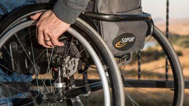 Photo of Scatena una rissa in un bar, le forze dell'ordine scoprono che è un finto disabile