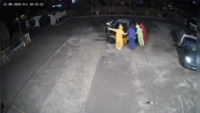 Photo of Si travestono da Teletubbies e rubano un carrello elevatore…. ballando